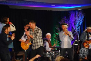 Jared Padalecki, Richard Speight Jr. and Jensen Ackles sing 'The Boys Are Back in Town' with Louden Swain at DCcon.