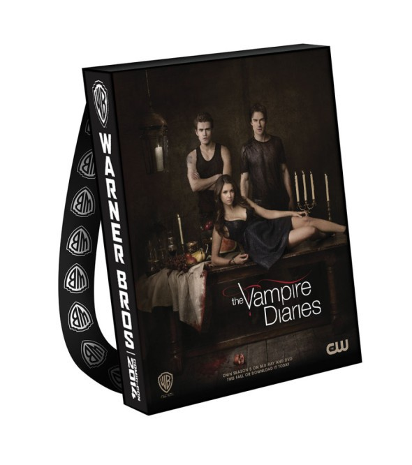 VAMPIRE-DIARIES-THE-Comic-Con-2014-Bag-906x1024