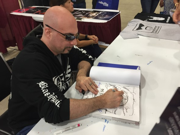 Greg Capullo signs a book for me.